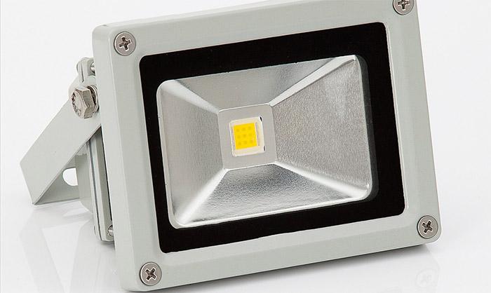 Faro led con pannello solare per illuminazione esterna e sostenibile