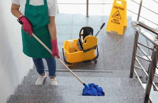 Come pulire i pavimenti con la candeggina