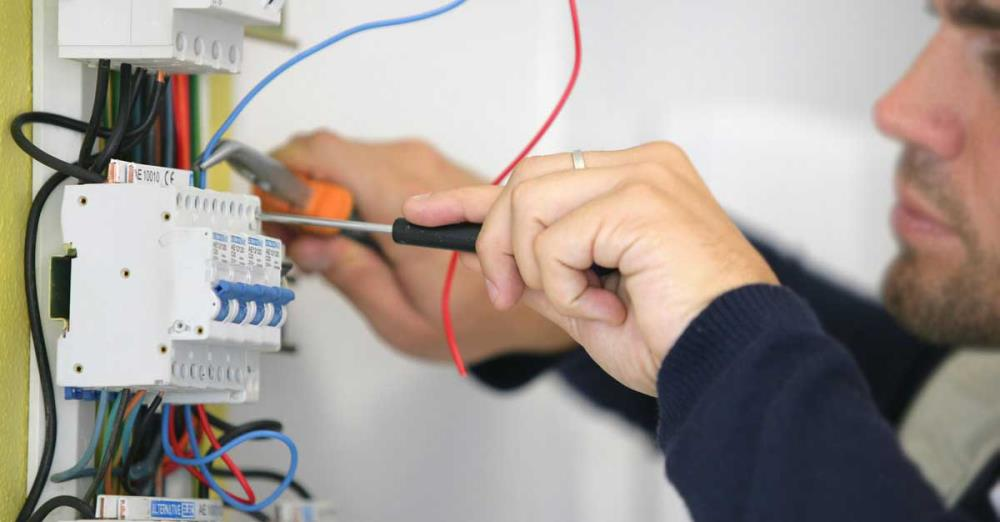 Interruttore Deviatore e Schema Elettrico